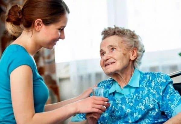 Получение пенсионных баллов при уходе за пенсионером старше 80 лет